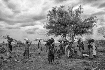 «Когда я вижу людей в голубых касках, я всегда радуюсь, - говорит жительница Южного Судана Алис Мамур . – Это значит, что можно не бояться нападений».