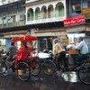 Велорикши в Дели, Индия. По данным МОТ, в развивающихся странах неофициально трудоустроены 93 процента работников.