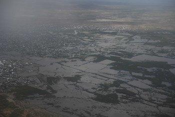 منظر جوي لمنطقة هيران في الصومال التي تأثرت بشدة من الفيضانات مما أدى إلى نزوح أكثر من 150 ألف شخص.