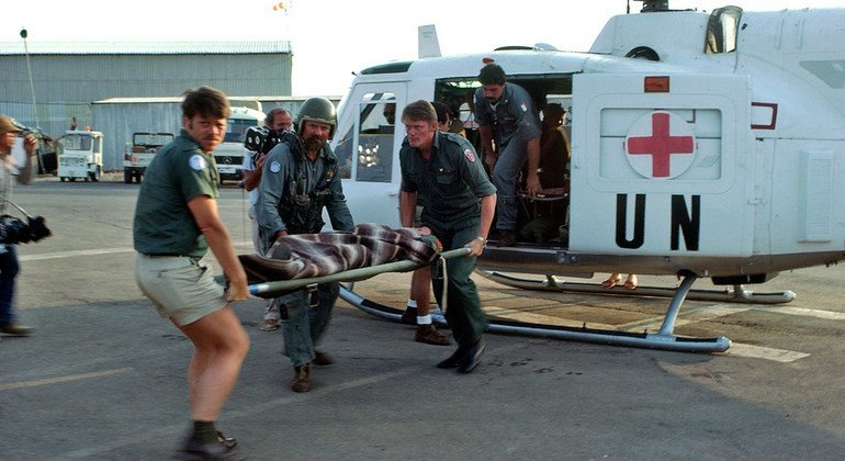 Members of the Italian Helicopter Wing attached to the peacekeeping mission rush a wounded patient to the UN hospital in Naqoura, in southern Lebanon, for emergency treatment.  (1 May 1980)