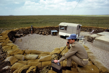 Джорджио Баттисти из Италии во время службы в составе миссии ООН. Голанские высоты. Фото из архива ООН.