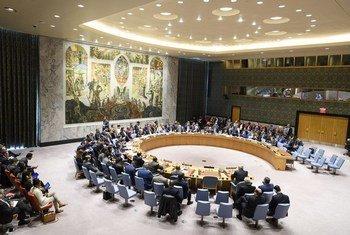 El Secretario General de la ONU, António Guterres, se dirige al Consejo de Seguridad durante una reunión de emergencia convocada para examinar la situación en Siria.