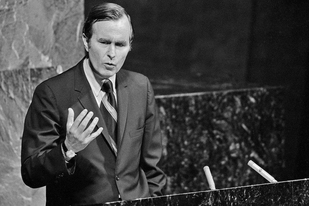 1971年10月,美国常驻联合国代表乔治·赫伯特·沃克·布什在联大致辞。