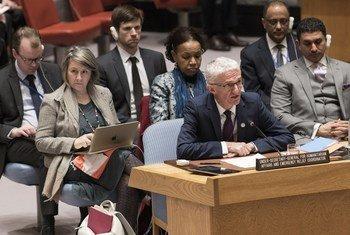 مارك لوكوك منسق الأمم المتحدة للإغاثة الطارئة، يتحدث أمام مجلس الأمن الدولي. 17 أبريل/نيسان 2018.