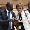 Mukhisa Kitutyi (à gauche) Secrétaire général de la CNUCED avec Isabelle Durant (à droite), Secrétaire générale adjointe de la CNUCED (archives 2018)