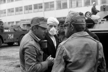 After the accident at the Chernobyl Nuclear Power Plant, thousands of Soviet soldiers assist with the cleanup. Repair crews made up of chemical defence troops mobilize for work throughout the 30 kilometre zone around the plant, including highly contaminated areas near the damaged reactor. (May 1986)