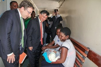 During his recent visit to Zimbabwe, Achim Steiner, Administrator at the UN Development Programme (left), visited a health clinic accompanied by Bishow Parajuli, UN Resident Coordinator and UNDP Resident Representative in the country.