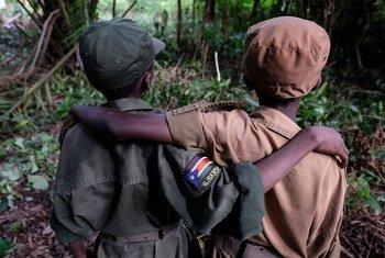 Эти мальчики только что приняли участие в церемонии освобождения из рядом вооруженных детских отрядов в Южном Судане