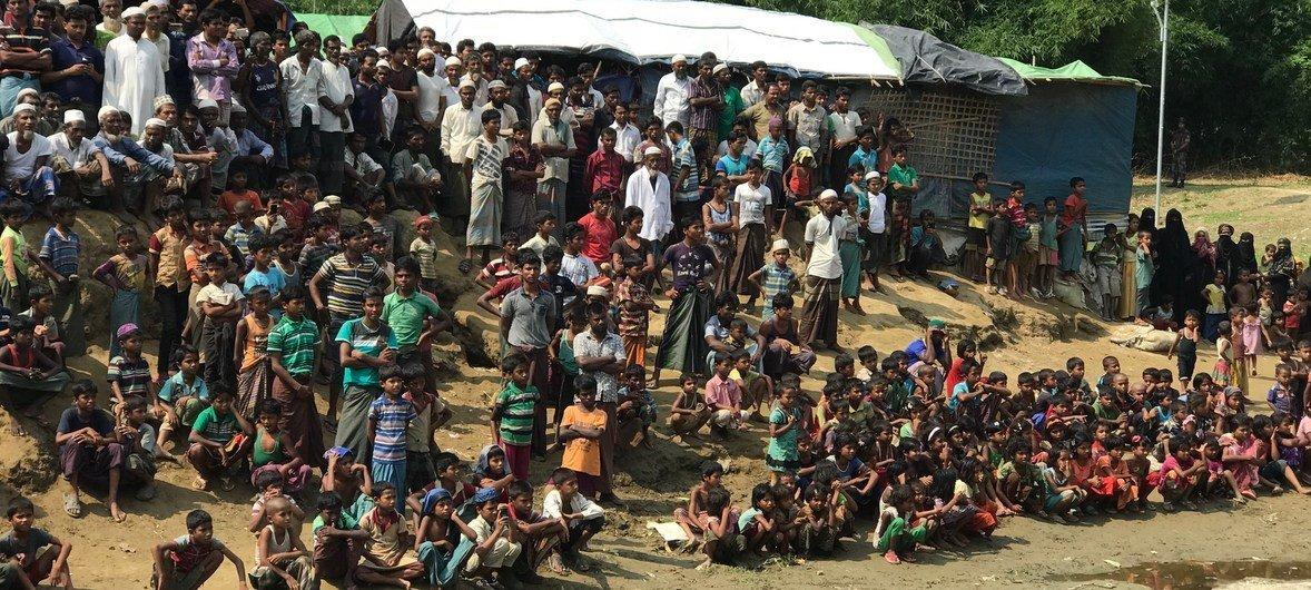 C августа в Бангладеш из Мьянмы прибыло более 670 тысяч беженцев.