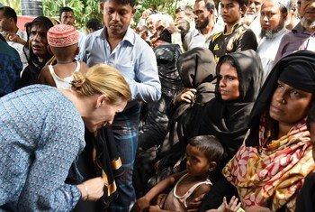 أعضاء مجلس الأمن يزورون مخيم للاجئين الروهينجا في كوكس بازار