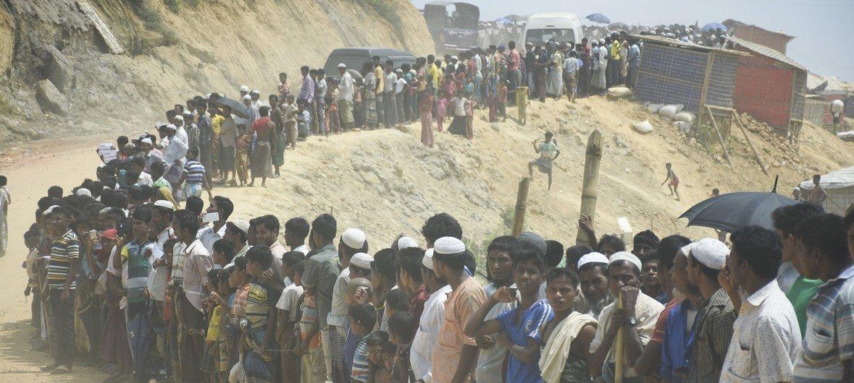 Десятилетями мусульмане из народности рохинджа подвергались дискриминации со стороны властей в Мьянме. Спасаясь от насилия, многие рохинджа бежали в Бангладеш
