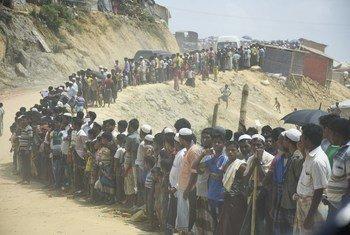 Les membres du Conseil de sécurité des Nations Unies visitent le camp de réfugiés de Kutupalong à Cox's Bazar, au Bangladesh, qui abrite environ 500.000 Rohingyas.