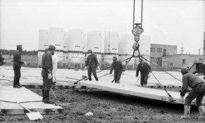 Последствия взрыва на Чернобыльской АЭС устраняли бригады ликвидаторов. Работы велись на всей территории в радиусе 30 км от взорвавшегося реактора.