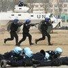 中国警察在中国维和警察培训中心接受联合国秘书长古特雷斯的检阅。