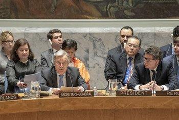 联合国秘书长古特雷斯在安理会就美英法空袭叙利亚召开的紧急会议上做情况通报。