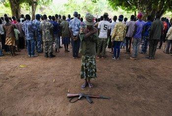 Nawai de 15 años participa de la ceremonia en la que 200 niños fueron liberados de las filas de grupos armados en Yambio, Sudán del Sur