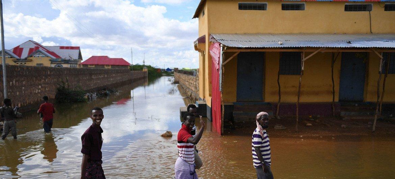 Variações climáticas, a recente estação da chuva e os efeitos acumulados de anos de conflito provocaram deslocamentos.