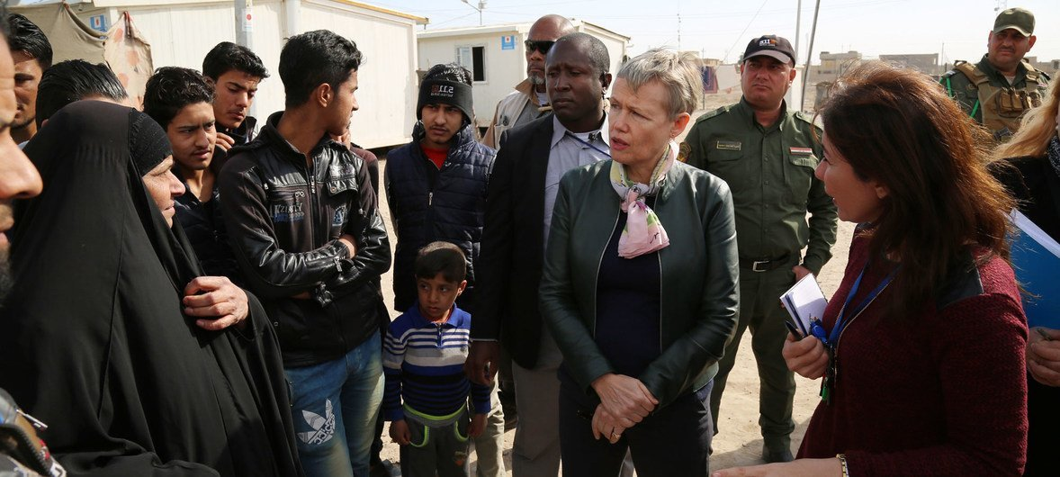 Deputy Special Representative Alice Walpole visits internally displaced families in Baghdad's Abu Ghraib district in February 2018 to underline the importance of exercising the right to vote in upcoming elections.