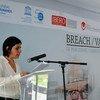 Daniela Rea recibe el galardón del Premio Breach / Valdez de Periodismo y Derechos Humanos de las manos del periodista José Reveles y de Griselda Triana, esposa de Javier Valdez.