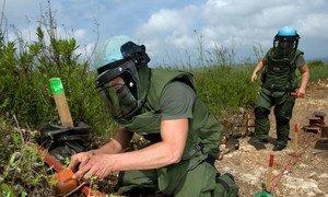 Миротворцы ООН из Франции проводят разминирование вдоль «голубой линии» на юге Ливана