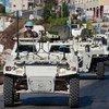 حفظة سلام إندونيسون وفرنسيون في دورية مشتركة قرب الخط الأزرق، جنوب لبنان، عام 2013.