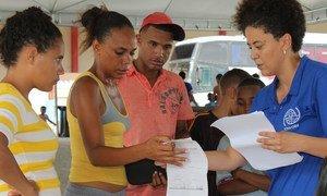 La Organización Mundial para las Migraciones ayuda en la reubicación de los venezolanos de Boa Vista a San Paulo y Manaus, en Brasil.