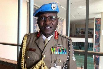 Luteni Generali Leonard Ngondi, kamanda wa kikosi cha UNAMID, wakati wa mahojiano na UN News Kiswahili.