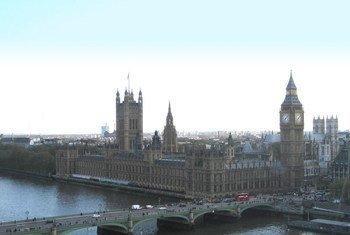 El palacio de  Westminster en el centro de Londres, en una vista tomada desde el río Támesis.