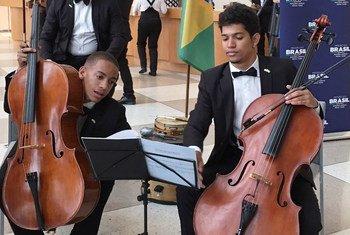 Músicos da Orquestra Camerata Jovem durante apresentação na ONU.