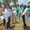 Funcionarios de la ONU y el Gobierno en una misión de evaluación durante un brote de ébola en 2014.