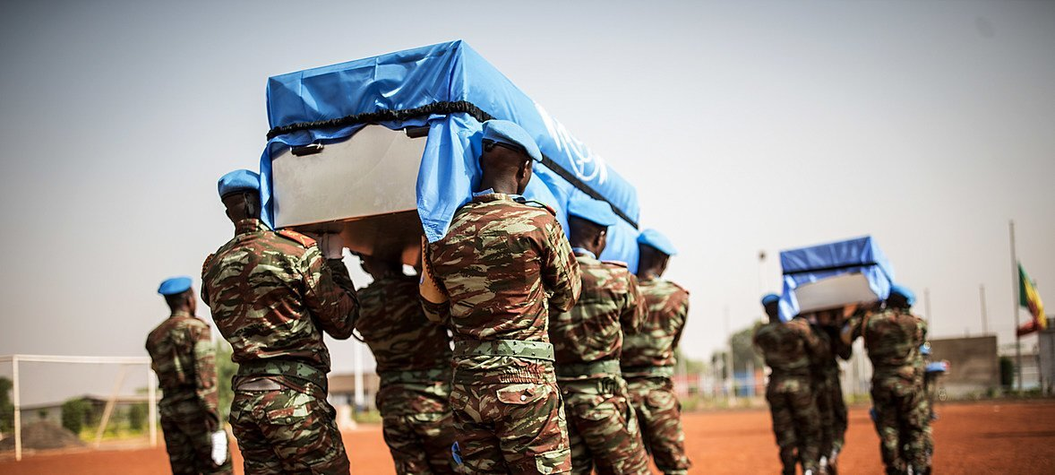 Memorial no Mali para boinas-azuis mortos em abril