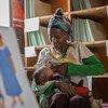 Mundene, mama nchini Ethiopia akiwa makini katika kumnyonyesha mwanaye hadi atimize umri wa miezi 6
