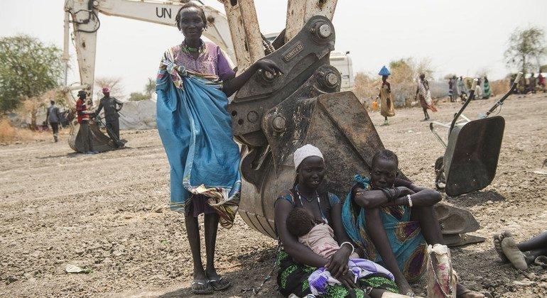 联合国工程部队在南苏丹修复了数百英里的道路。