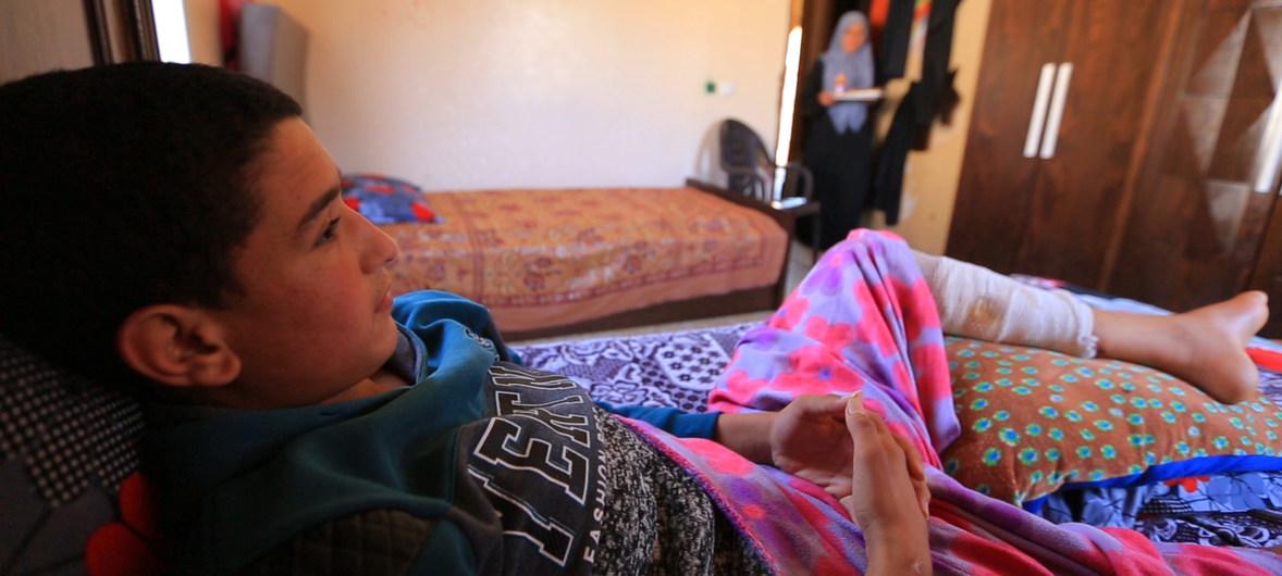 Un garçon de 14 ans qui aurait été blessé par balle aux deux jambes le 30 mars à Gaza.