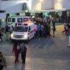 أرشيف: سيارات إسعاف أمام مستشفى الشفاء، أكبر مستشفيات قطاع غزة.