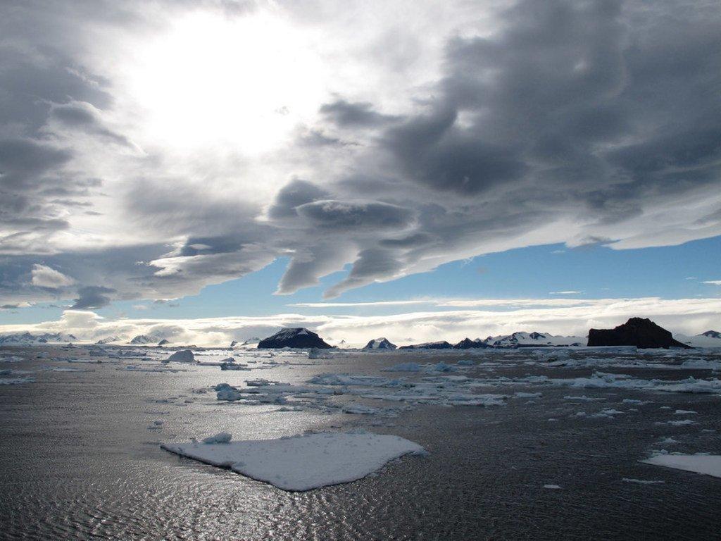 南极洲古斯塔夫王子海峡。2015年,世界气象组织表示,在南极洲上空发现面积达2820平方公里的臭氧层空洞,是当时最高纪录。