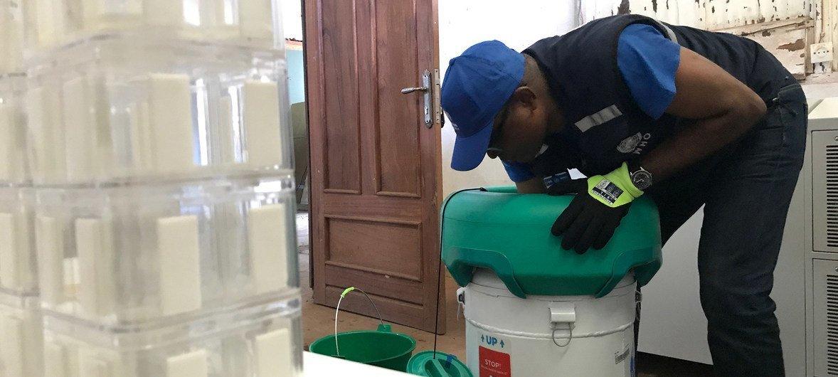 Chanjo za Ebola zikiandaliwa tayari kupatiwa wakazi wa Mbandaka huko jimboni Equateur nchini DRC.