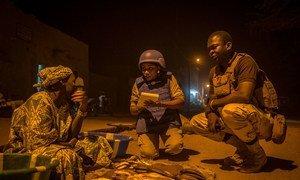 Polisi wa UN wakiwa doriani huko Timbuktu kaskazini mwa Mali. Hii ni mwaka 2017 wakilenga kusaidia usalama wa raia.