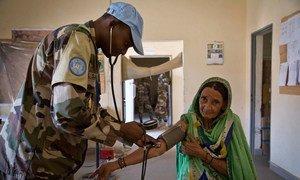Wahudumu wa afya wa UN kutoka Niger hutoa  huduma za bura za afya kwa wananchi katika kliniki yao mjini  Gao.