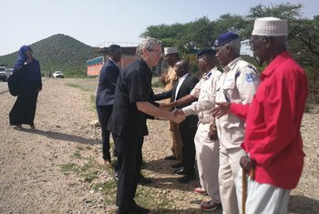 On a visit to Borama town, 180 kilometres southwest of Somaliland's capital, Hargeisa, the UN Humanitarian Coordinator for Somalia, Peter de Clercq, is greeted by local officials who later shared with him information about the impact that Cyclone Sagar had on the community.