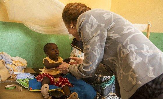 Mkurugenzi Mtendaji wa shirika la kuhudumia watoto la Umoja wa Mataifa UNICEF, Henrietta Fore akiwa ziarani Mali