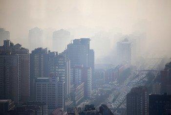 Kwenye miji kama Beijing nchini China, ukungu ni tatizo kubwa la kiafya.