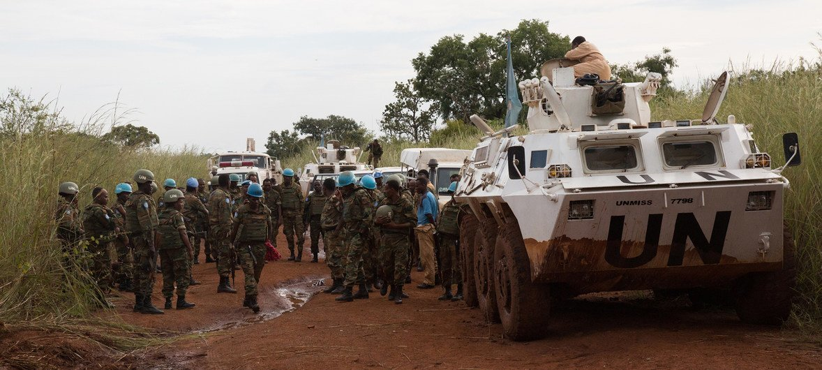 Peacekeepers from the UN Mission in South Sudan (UNMISS) provide security for a convoy from Juba. (October 2017)