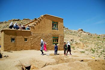 阿富汗中部代孔迪省的儿童。(2018年资料图片)