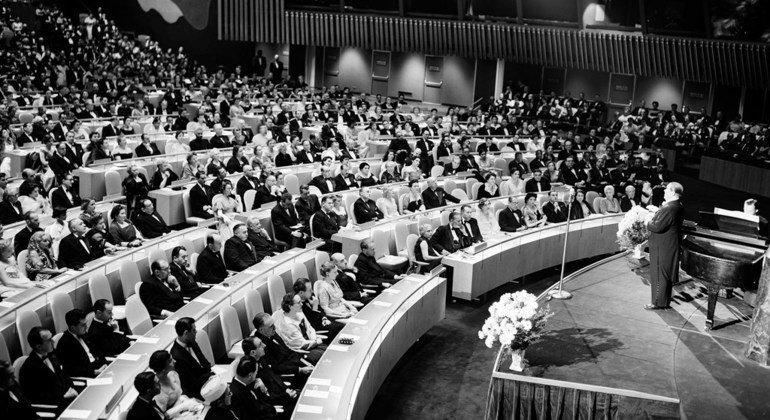 联大主席是联合国的最高级别官员,肩负一系列不同职责。其中一项令人愉快的任务就是在联大会堂主持音乐会。1953年,纽约联合国大都会歌剧院在这里举行了一次独唱音乐会。
