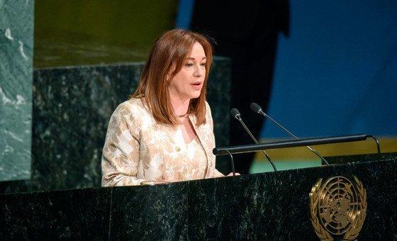 وزيرة الخارجية الإكوادور ماريا فرناندا إسبينوزا، الرئيسة المنتخبة حديثا للدورة الثالثة والسبعين للجمعية العامة للأمم المتحدة، تخاطب الدول الأعضاء.