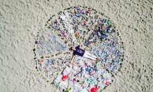 ONU Medio Ambiente lanzó la campaña Mares Limpios en 2017 con un evento en Bali, Indonesia, para acabar con la contaminación por plástico.