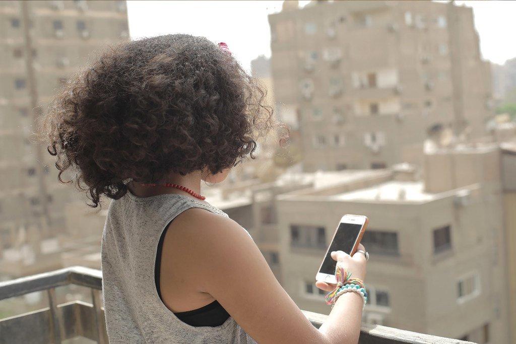 Le harcèlement via les médias sociaux peut entrainer de la violence chez les jeunes et aboutir au suicide.