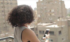 Интернет и мобильная связь позволяют обидчикам терроризировать свою жертву и после уроков, когда дети приходят домой.