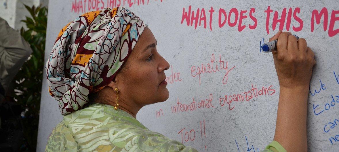 Amina Mohammed encontrou-se com vítimas de violência de gênero.